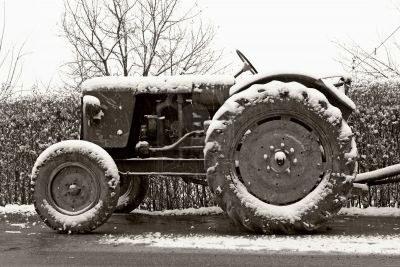 tracteur-classique-en-hiver dans Le mot de la Ferme